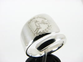 Deer Crest spoon ring